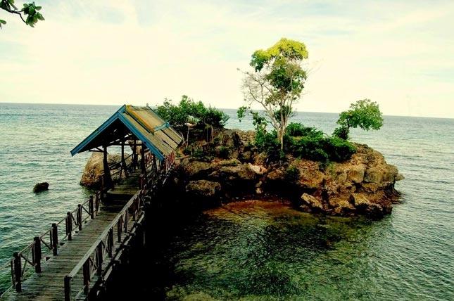 Wisata pantai Ujung Tiro