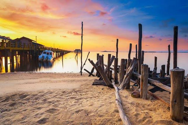 Keindahan sunset pantai di Batam