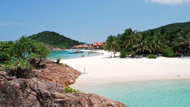 Pasir putih di pantai Kasih Sabang