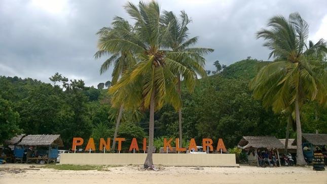 Pasir putih di pantai Klara Lampung