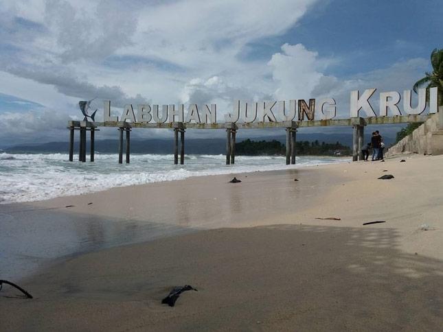 Destinasi pantai Labuhan Jukung Krui