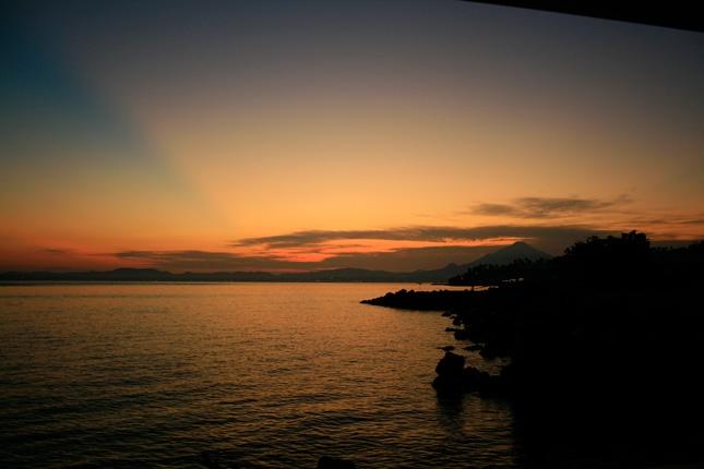 Menikmati sunset di pantai Malalayang