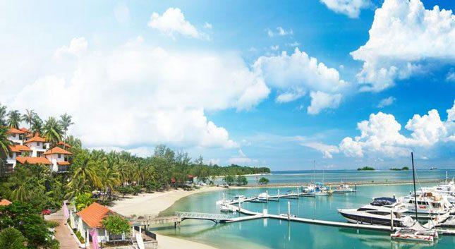 Pemandangan di pantai Marina Batam