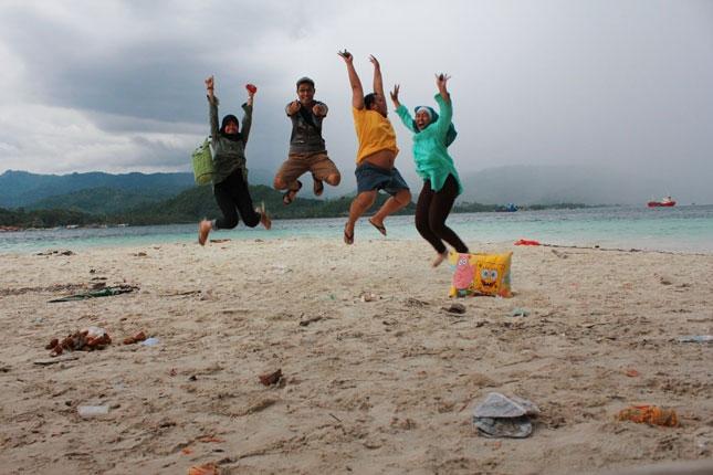 Wisata alam pantai Mutun Lampung