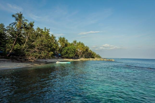 Keindahan pantai Namalatu