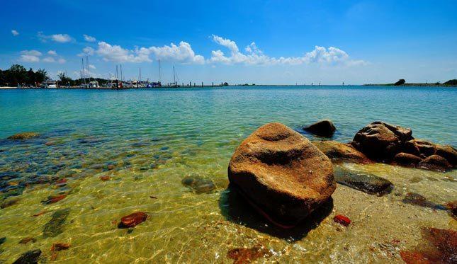Air jernih di pantai Nongsa