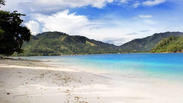 Keindahan pantai Pasir Putih Lampung