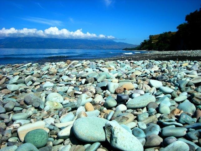 Wisata pantai Penggajawa Batu Biru