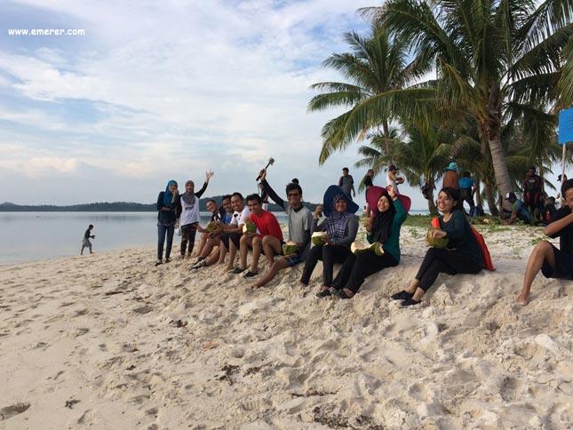 Pantai di pulau Abang Batam