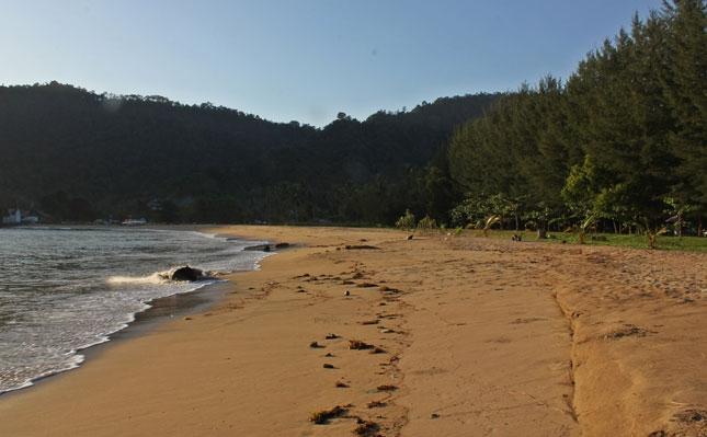 Keindahan alam pantai Sako