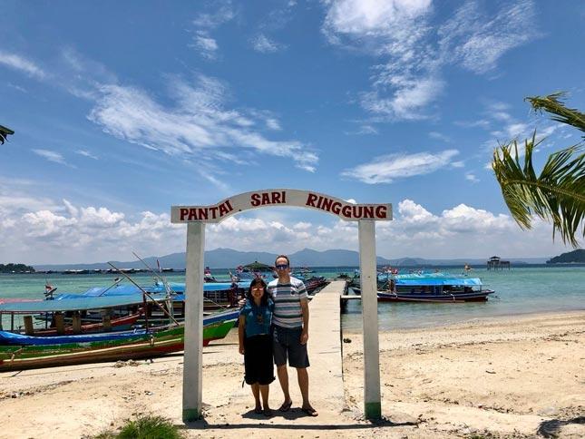 Gapura di pantai Sari Ringgung Lampung