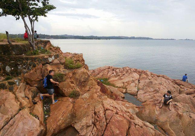 Wisata alam pantai Sekilak