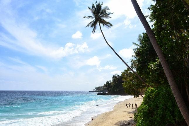 Keindahan alam pantai Sumur Tiga Aceh