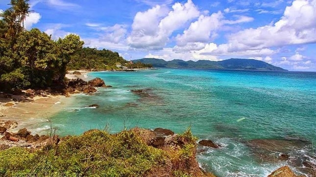 Keelokan alam di pantai Tapak Gajah Aceh