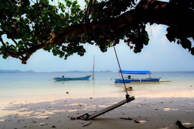 Pantai sunyi di pulau Kelagian Lampung