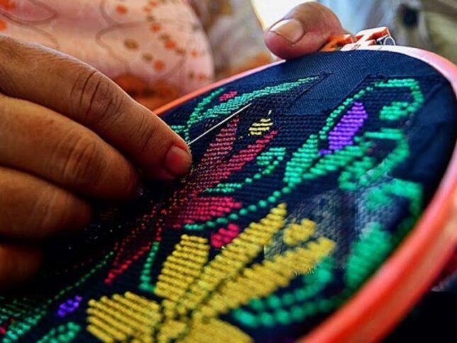 Kerajinan tangan kain karawo
