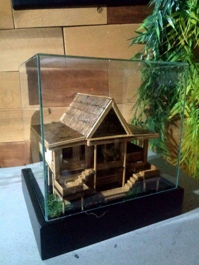 Miniatur rumah adat Dulohupa
