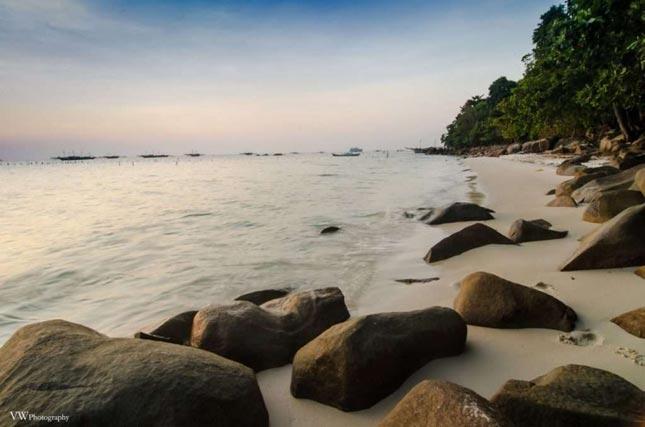 Sunset di pantai Bukit Berahu Belitung