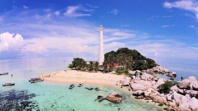 Panorama alam pantai Lengkuas