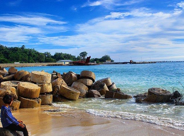 Surga perawan di pantai Linau