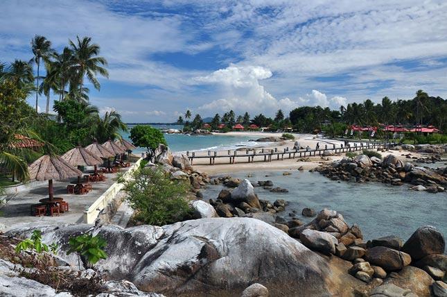 Eksotisme pantai Parai Tenggiri
