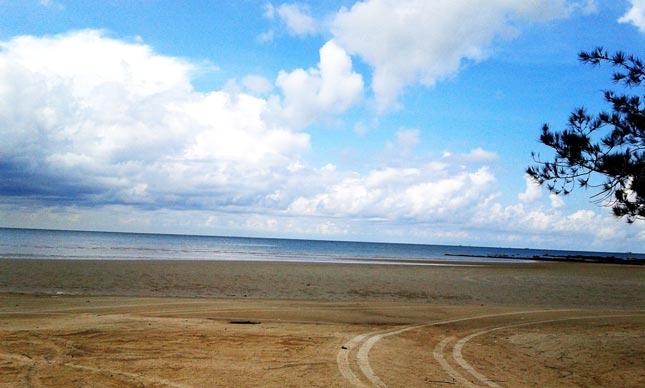 Kesunyian pantai Pasir Padi