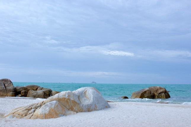 Pesona pasir putih pantai Rambak
