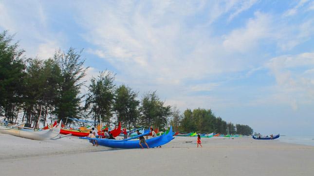 Aktivitas di pantai Serdang Belitung