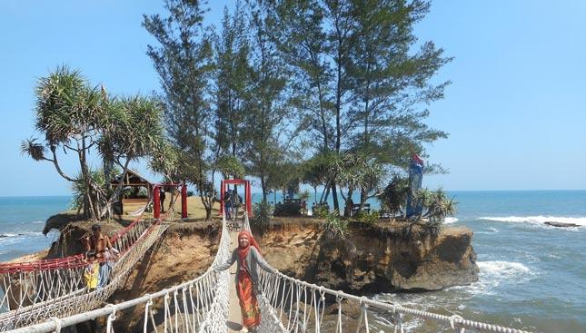 Keindahan pantai Sungai Suci di Bengkulu