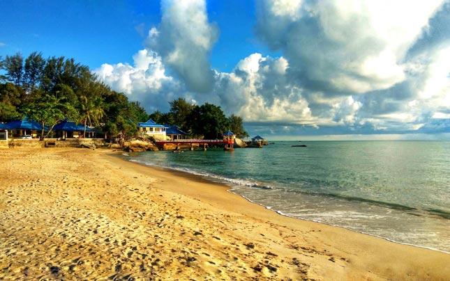 Menjelang sunset di pantai Tanjung Pesona