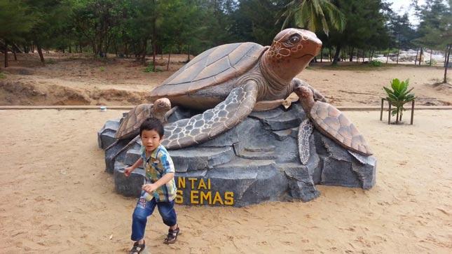 Pantai Tikus Emas di Bangka Belitung