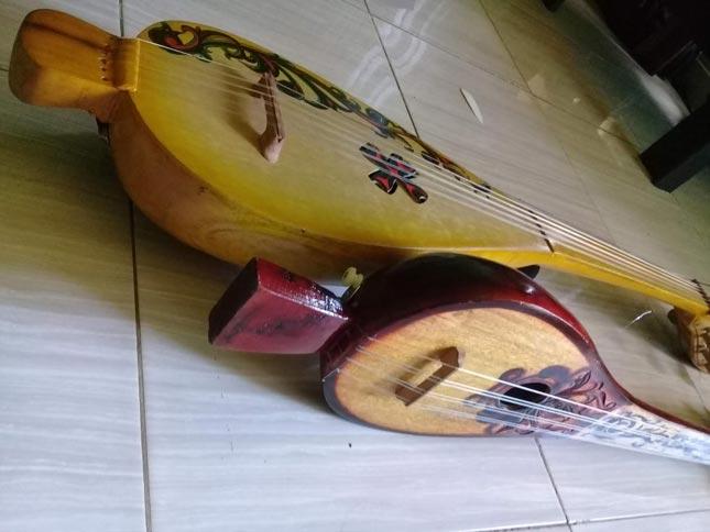 Alat musik tradisional Panting khas Banjarmasin