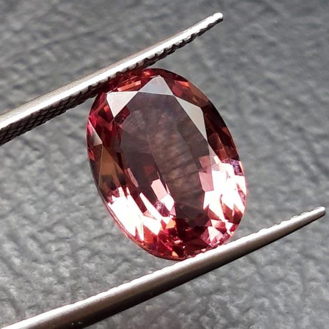 Oleh-oleh batu permata untuk perhiasan