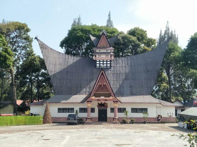 Rumah adat suku Batak Pakpak
